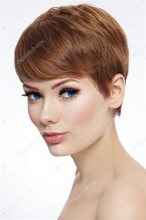 descargaar imagenes de cortes de cabello mujer con el corte de cabello corto y maquillaje fresco