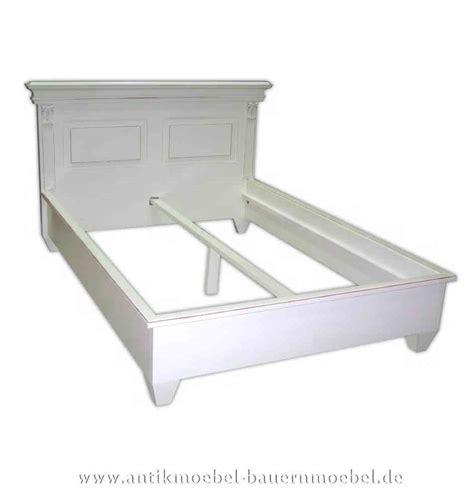 bett landhausstil weiß schlafzimmer braun