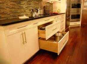 pot and pan drawers below cook top contemporary