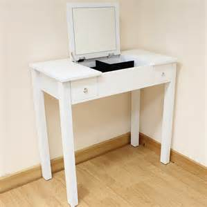 Small Vanity Desk by Small Bedroom Vanity Small Bedroom Vanity Sets