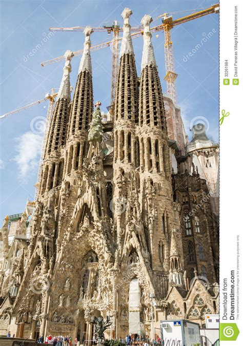 libro the sagrada familia gauds view of the sagrada familia cathedral designed by antoni gaudi editorial stock image image