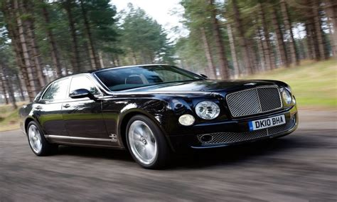 hovering bentley bentley continental flying spur image 12