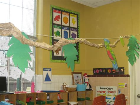safari themed classroom decorations doing activity of decorating with classroom decoration