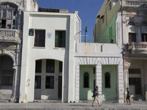 airbnb cuba airbnb says cubans are cashing in on airbnb