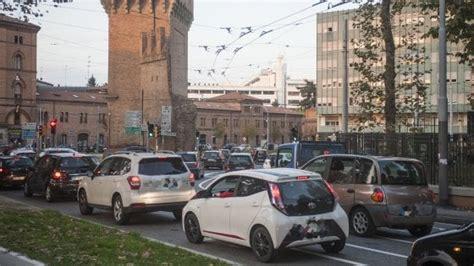 ufficio traffico bologna traffico un auto ogni due abitanti a bologna ma pi 249 quot eco