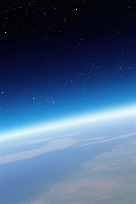 earth wallpaper ios 7 freeios7 earth in space parallax hd iphone ipad wallpaper