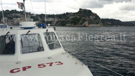 capitaneria di porto di pozzuoli pozzuoli getta l ancora della sua barca nell area
