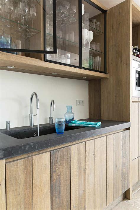 keuken hout en beton houten kookeiland met betonnen aanrecht tinello