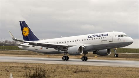 airbus a320 posti a sedere lufthansa cancels 876 flights on november 23 due to pilots