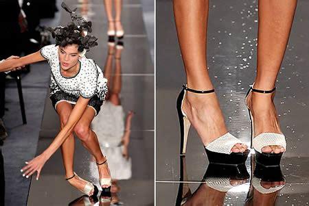 Catwalk Top 10 Vintage Part 2 by 15 Worst Catwalk Fails Catwalk Fashion Runway