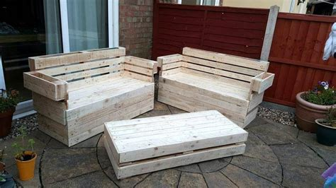 Reclaimed Pallet Furniture by Recycled Wooden Pallet Garden Furniture