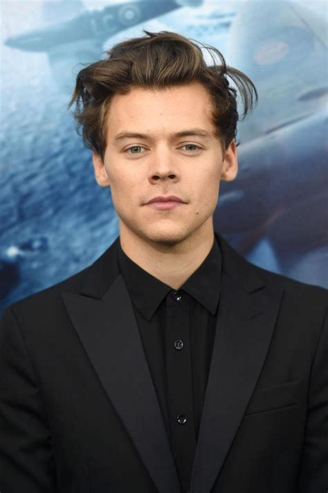 louis tomlinson dating louis tomlinson slams harry styles dating rumors after 1d
