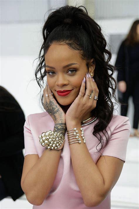 Is Rihanna Cyber Bullying A Teenage Fan Rihanna Takes