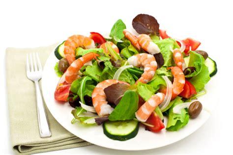 ricette cucina mediterranea dieta mediterranea la ricetta dell insalata di gamberi e