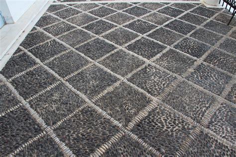 pavimento ciottoli foto di ciottoli di marmo e di porfido pavimenti in ciottoli