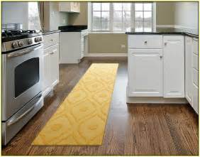 cheap how choose runner rug for stair with latest rugs throw kitchen astounding washable ideas feats