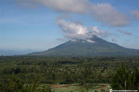 gambar gunung gunung sinabung jpg gunung sinabung yang pernah kudaki itu kini meletus