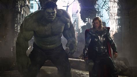 actor who plays hulk in the thor and avengers series of movies thor ragnarok to kill off hulk and thor dhtg