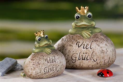 froschkoenig auf stein viel glueck deko tonfigur