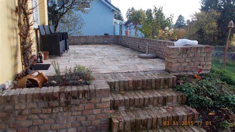 gartenmauer backstein stein auf stein so soll es sein