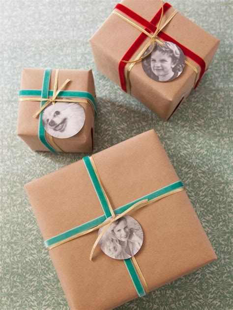 different ways to wrap gifts 15 festive entryway decorating ideas for the holidays
