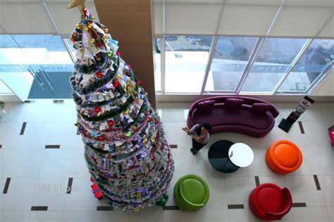 membuat pohon natal dari koran pohon natal dari kertas koran feature 187 harian jogja