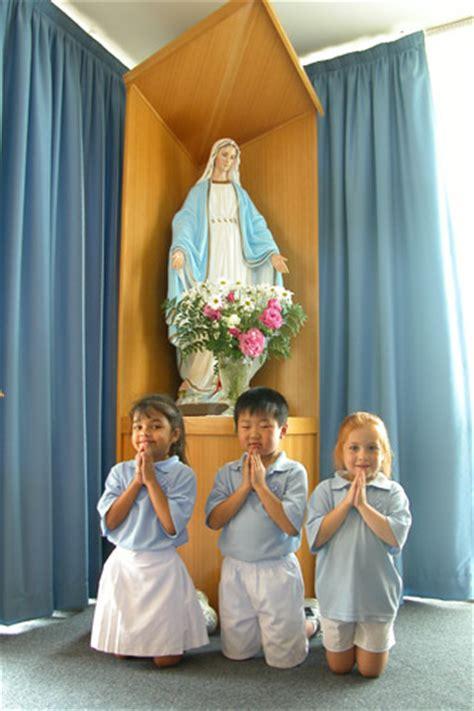 Patung Jesus Kristus Katolik Kristen katholik adalah sesat