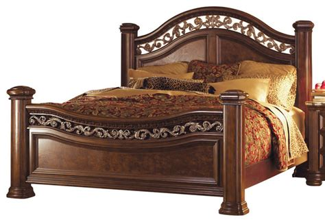 wynwood granada queen mansion bed in cordillera pine