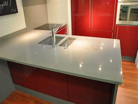 cuisine vitroc駻amique int 233 rieur granit plan de travail en quartz unistone grigio