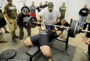 the moment high school football player bench pressed 700
