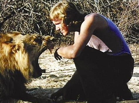 film about lion from harrods old but very touching story christian the lion 22 pics