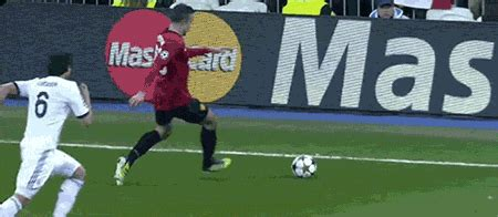 wallpaper gif manchester united real madrid vs manchester united gif find share on giphy