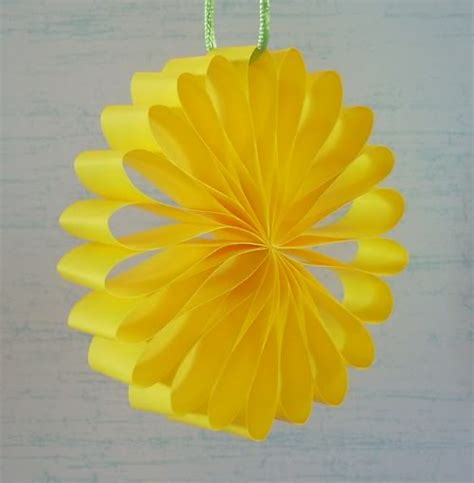 How To Make A Flower With Construction Paper - paper strips make paper flower i want to hang these from
