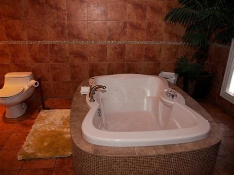 bathtubs montreal bathroom hot tub room 401 picture of hotel kutuma