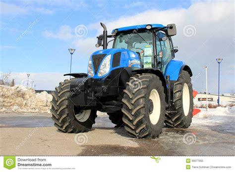 nouveau tracteur agricole bleu de la hollande image