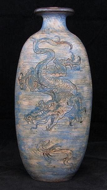 auction antiques and vase on