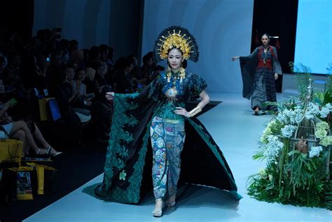 design fashion indonesia designers preserve local crafts in indonesia fashion week