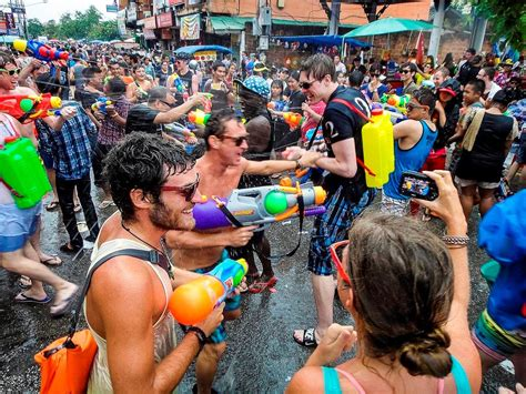 new year 2015 water the world largest waterfight thailand songkran festival