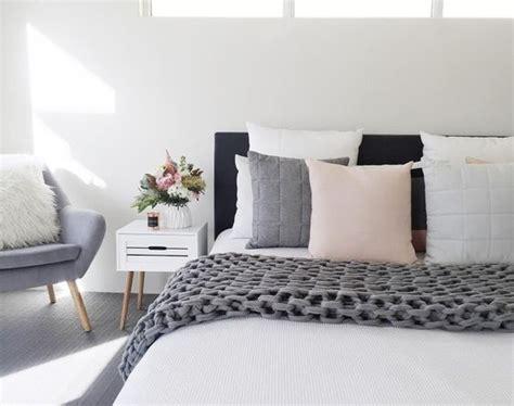 easy tricks    small bedroom feel big