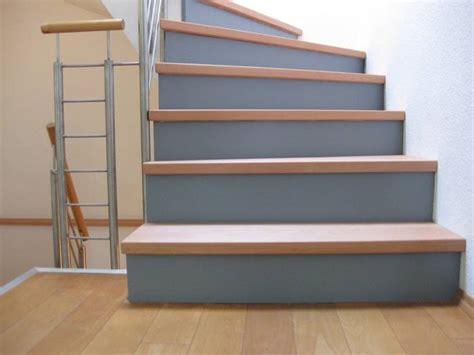 Geländerstäbe Holz Edelstahl by 5 Stufen Auf Betontreppe Halb Gewendelt Buchestufen