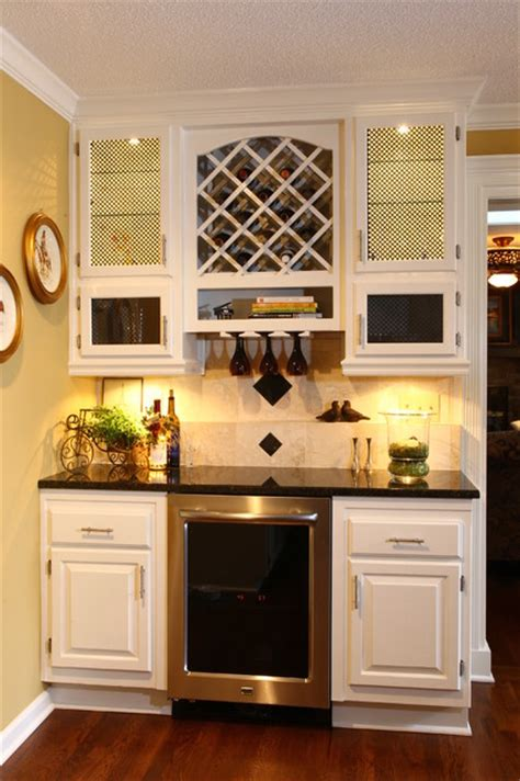 Beverage station   Traditional   Kitchen   kansas city   by Picture Perfect Interiors