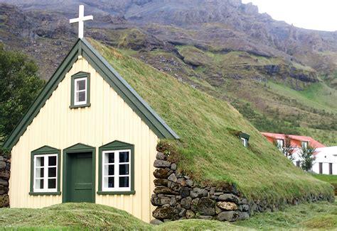 Awesome Southwest Style Homes #9: Hofskirkja-Green-Roof-Church-Iceland.jpg