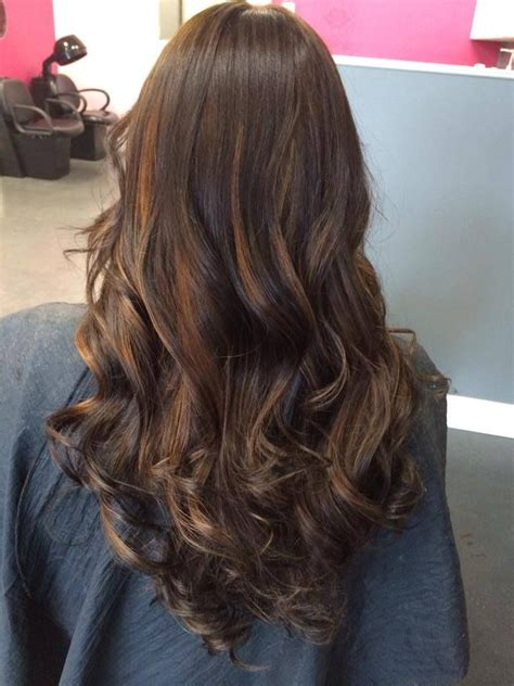layred hairstyles eith high low lifhts long layered cut with natural light brown highlights