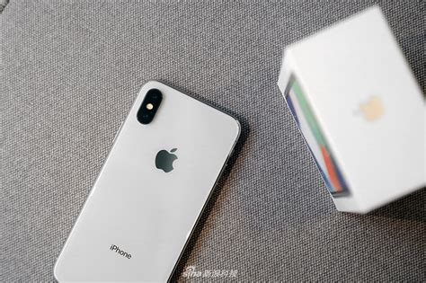 apple is reportedly in talks with samsung cutting oled panel prices for the iphone xs