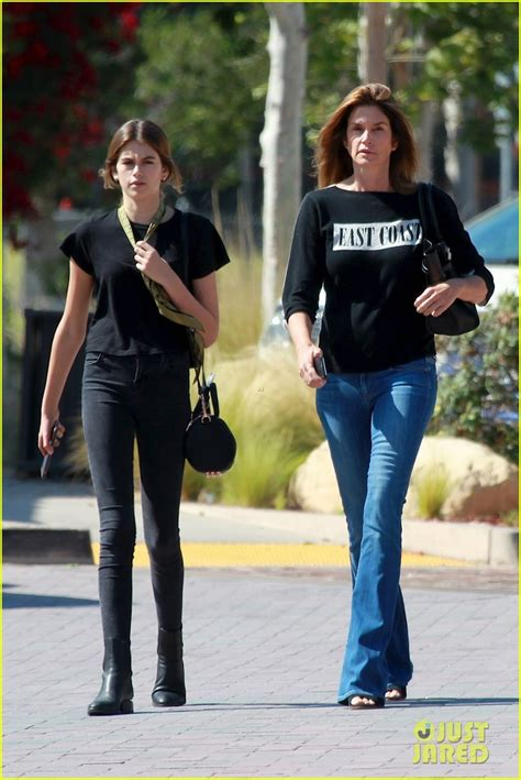 kaia gerber altura cindy crawford matches with daughter kaia gerber photo