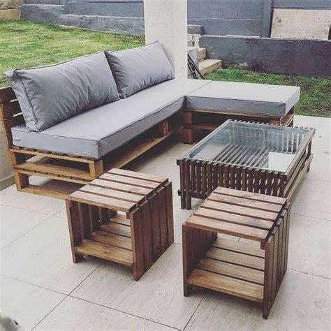 divani grigi divanetto con bancali divano con cuscini grigi e chaise