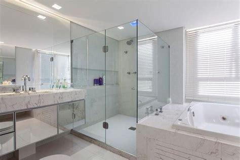 decoração de banheiro pequeno todo branco banheiro pequeno branco liusn obtenha uma imagem