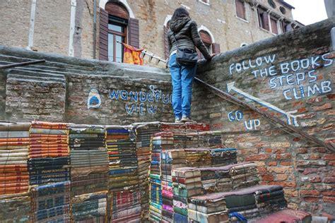 libreria dell acqua alta venezia libreria acqua alta venezia un settimana a