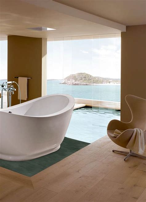 10 luxury bathtubs with an astonishing view