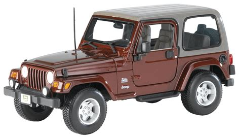 jeep toy maisto 174 1 18 scale jeep 174 wrangler sahara edition model toy